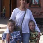 Ольга Молокова с детьми Лизой и Стасом