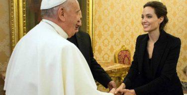 Папа принял на аудиенции Анджелину Джоли, представившую свой фильм «Несломленный»
