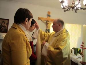 Священник Сергей Давыдов преподает таинство Крещения в Кургане
