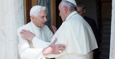 Папа Франциск посетил своего предшественника — Папу на покое Бенедикта XVI