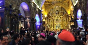 Папа Франциск посетил иезуитский храм в Кито
