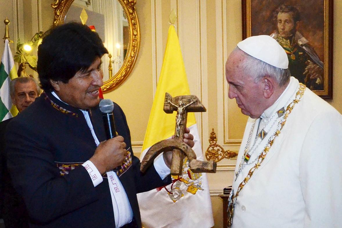 Папа: Распятие — не идеология!