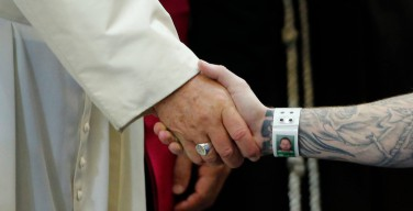 Папа Римский встретился с заключенными крупнейшей тюрьмы Филадельфии