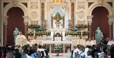 Папа: жить революцией нежности, подобно Матери Милосердия