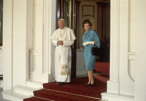 Иоанн Павел II и королева Англии Елизавета