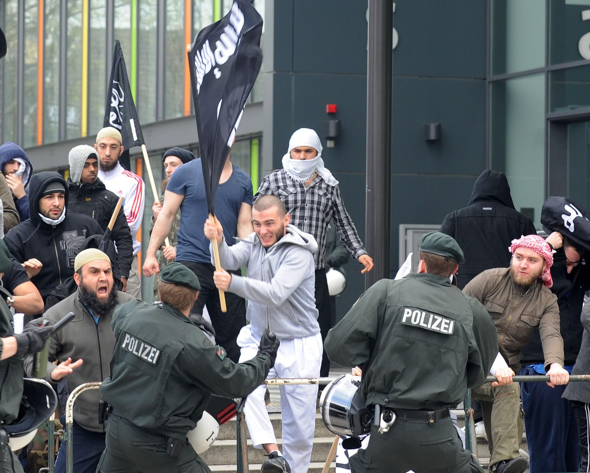 Чего хотят террористы? Георгий Мирский о людях, которые едут воевать в Сирию на стороне исламистов
