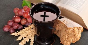 Финские атеисты требуют обложить налогом вино для причастия