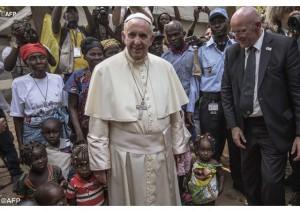 Папа Франциск в лагере беженцев