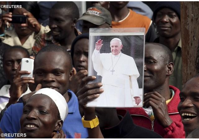 Папа в трущобах Кангеми: «Я чувствую себя как дома»