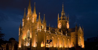 Российские католики молятся о жертвах терактов во Франции