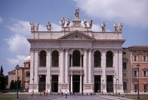 Латеранская базилика в Риме снаружи