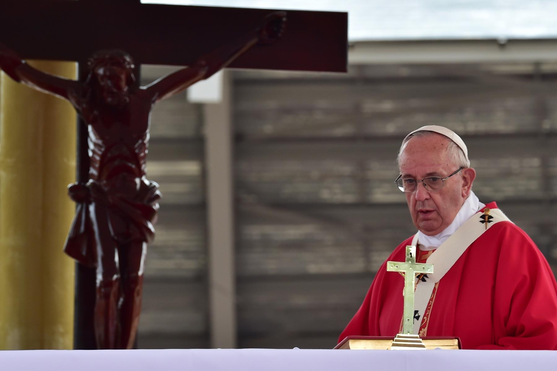 Второй день пребывания Папы в Уганде: под знаком мученичества и экуменизма (ФОТО)