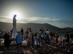 01-bosnia-herzegovina-pilgrims-2048