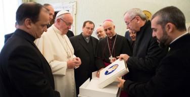 Папе Франциску представили Книгу Евангельских Чтений Юбилейного Года Милосердия