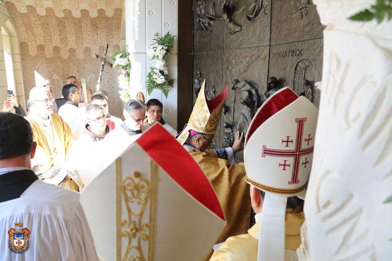 Святые врата открылись в Назарете (ФОТО)