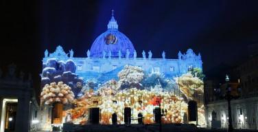 На один вечер фасад базилики св. Петра стал большим экраном