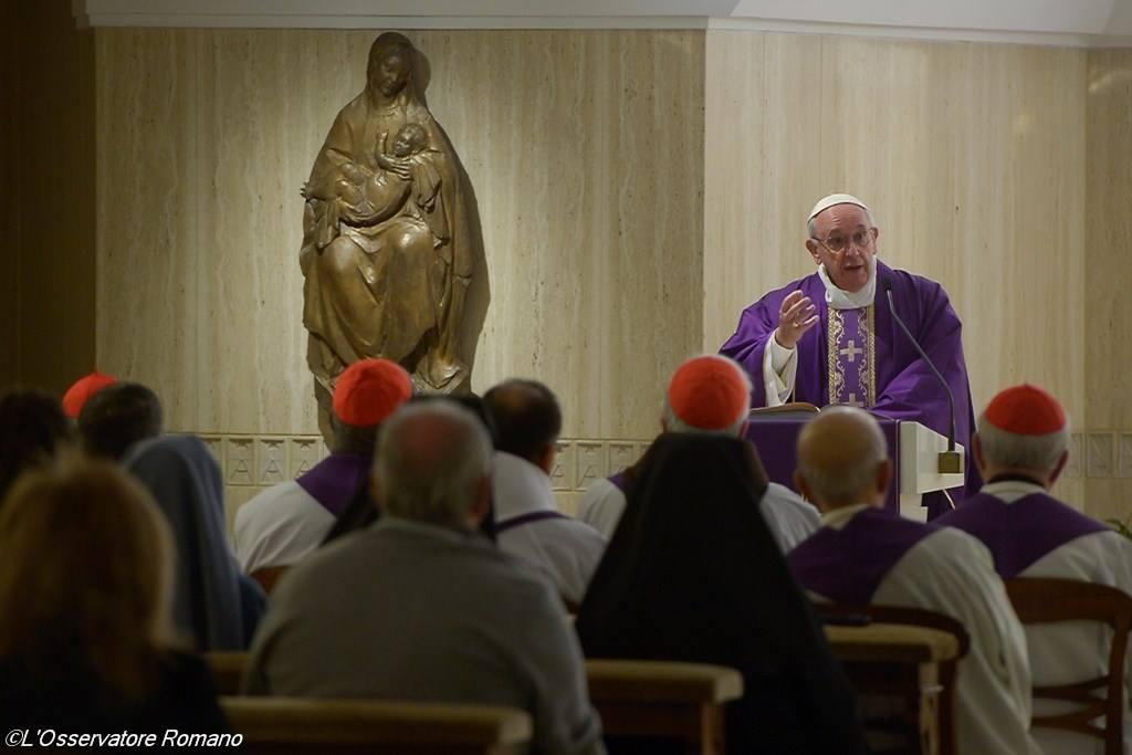 Папа Франциск на Мессе в Доме Св. Марфы с участием девяти кардиналов: Бог просит нас отдать Ему наши грехи