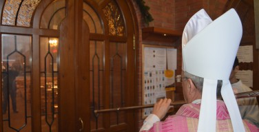 Обряд открытия Святых Врат и Месса воскресенья Gaudete в Кафедральном соборе Преображения Господня 13 декабря 2015 года (ФОТО)