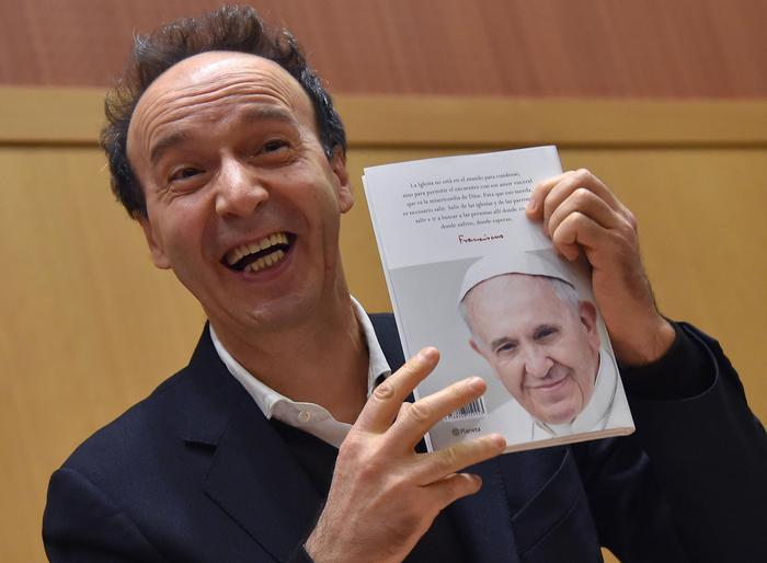 Новую книгу Папы Франциска представил актер и режиссер Роберто Бениньи
