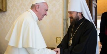 Митрополит Иларион: отношения с католиками развиваются конструктивно, проблемы прозелитизма больше нет, но встреча Папы и Патриарха пока преждевременна