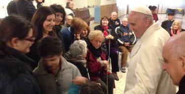 Папа Франциск посетил больных и стариков на римской окраине