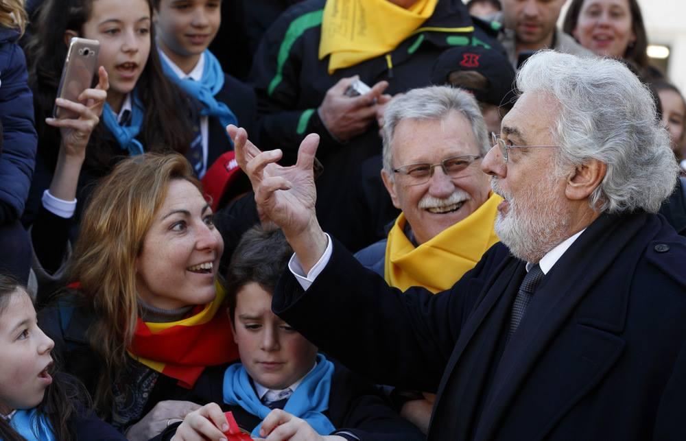 Пласидо Доминго спел и поприветствовал Папу Франциска на площади Святого Петра (ФОТО)