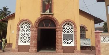 Во время терактов в Кот-д'Ивуаре сотни людей нашли убежище в католическом соборе