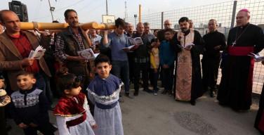 Папа Франциск передал подарки христианам Ирака