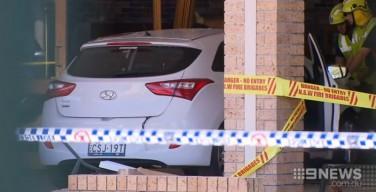 «Пасхальное чудо» в Австралии: автомобиль въехал на церковную паперть – никто не пострадал