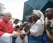 Почетный Папа пожертвовал 35 000 евро на миссию в Африке