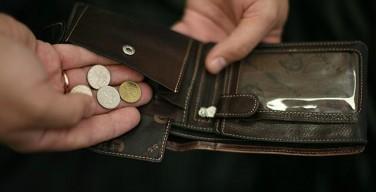 СМИ: из-за кризиса россияне стали тратить на еду больше половины дохода