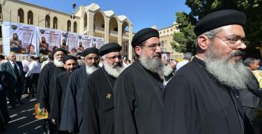 В канун Пасхи священники Коптской Церкви выходят для молитвы и проповеди на улицы городов Египта