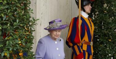 Королева Елизавета и Папы Римские