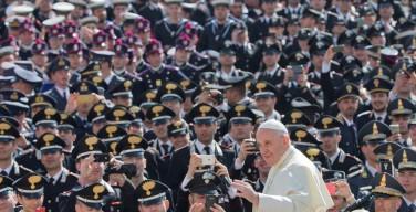 Папа — военнослужащим: «Будьте строителями мостов и сеятелями мира»