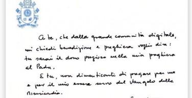 Папа опубликовал в «Инстаграме» и «Твиттере» рукописное сообщение