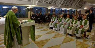 Папа: деньги и власть оскверняют Церковь, нет — карьеризму