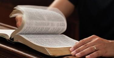 Посещение церковных служб продлевает жизнь женщинам — ученые