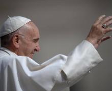 Папа Франциск пользовался языком жестов во время общей аудиенции