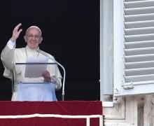 Regina Coeli 15 мая. Папа: Святой Дух учит нас любить, как любит Бог