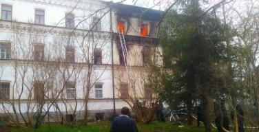 Спасатели локализовали пожар в гостинице для паломников на острове Валаам