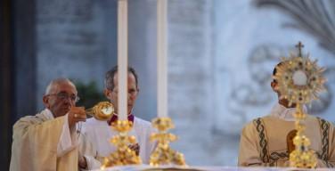 Папа: Евхаристия – повседневная пища, которая укрепляет веру и братство