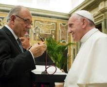 Папа — врачам: ценность жизни больного сияет в его страдании