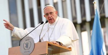 Папа Франциск раскритиковал ситуацию с оборотом оружия в мире после трагедии в Орландо