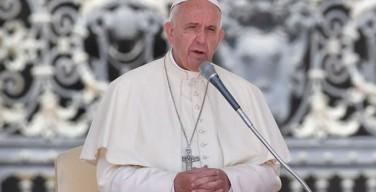 Папа Франциск молится о жертвах массового убийства в Орландо