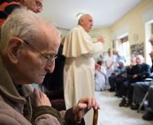 Папа посетил два Дома престарелых священников на окраине Рима