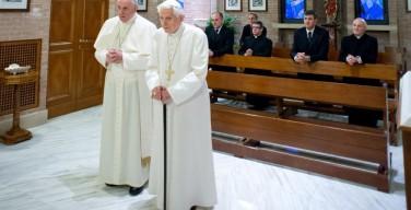 Папа: Бенедикт XVI — учитель «богословия на коленях»