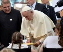 Папа среди больных детей: служение страждущим помогает возрастать в человечности