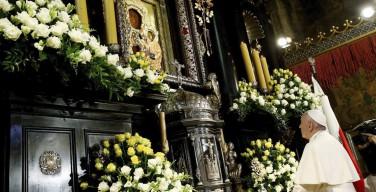 EL PAPA VISITA SANTUARIO DE CZESTOCHOWA Y TENDRÁ PRIMER ENCUENTRO CON JÓVENES