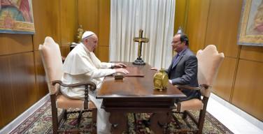 Президент Франции поблагодарил Папу за поддержку своего народа