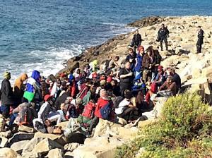 Migranti Ventimiglia, profughi lasciano scogli